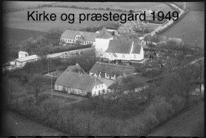 Kirke og præstegård - 1949
